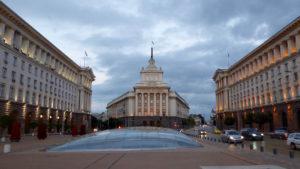 Glaskuppeln mit Regierungsgebäude