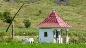 Kapelle mit Brunnen