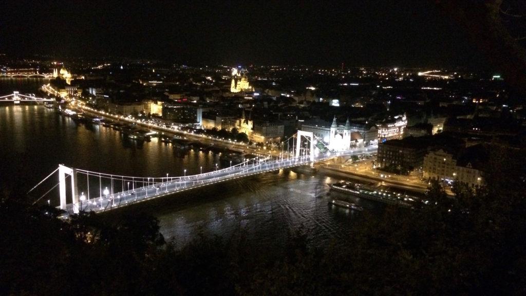 Elisabethbrücke bei Nacht