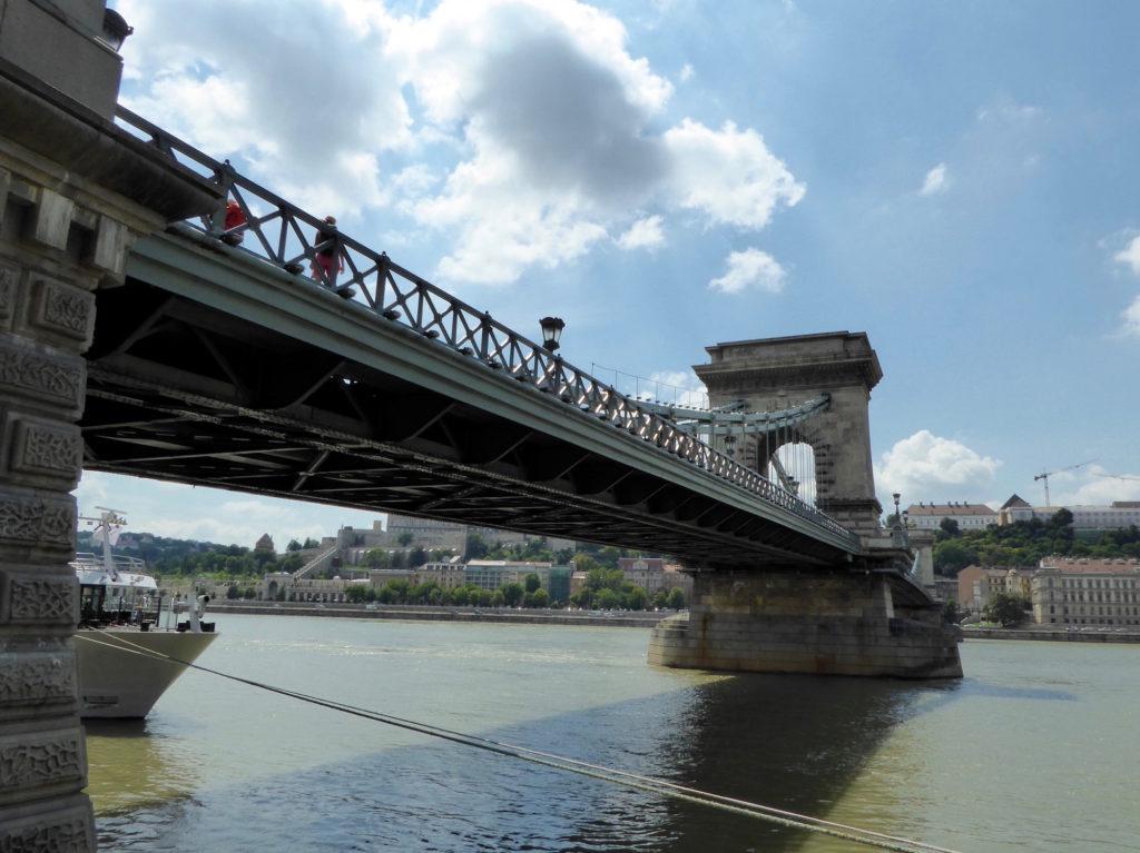 Kettenbrücke von unten