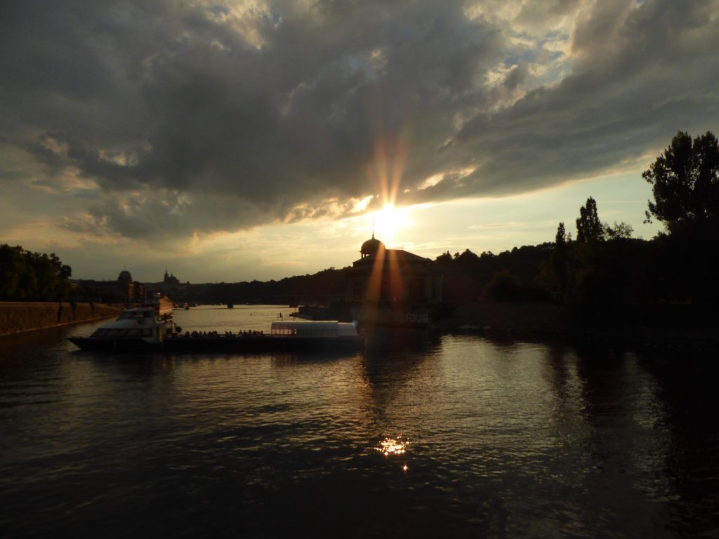 Sonnenuntergang auf der Moldau