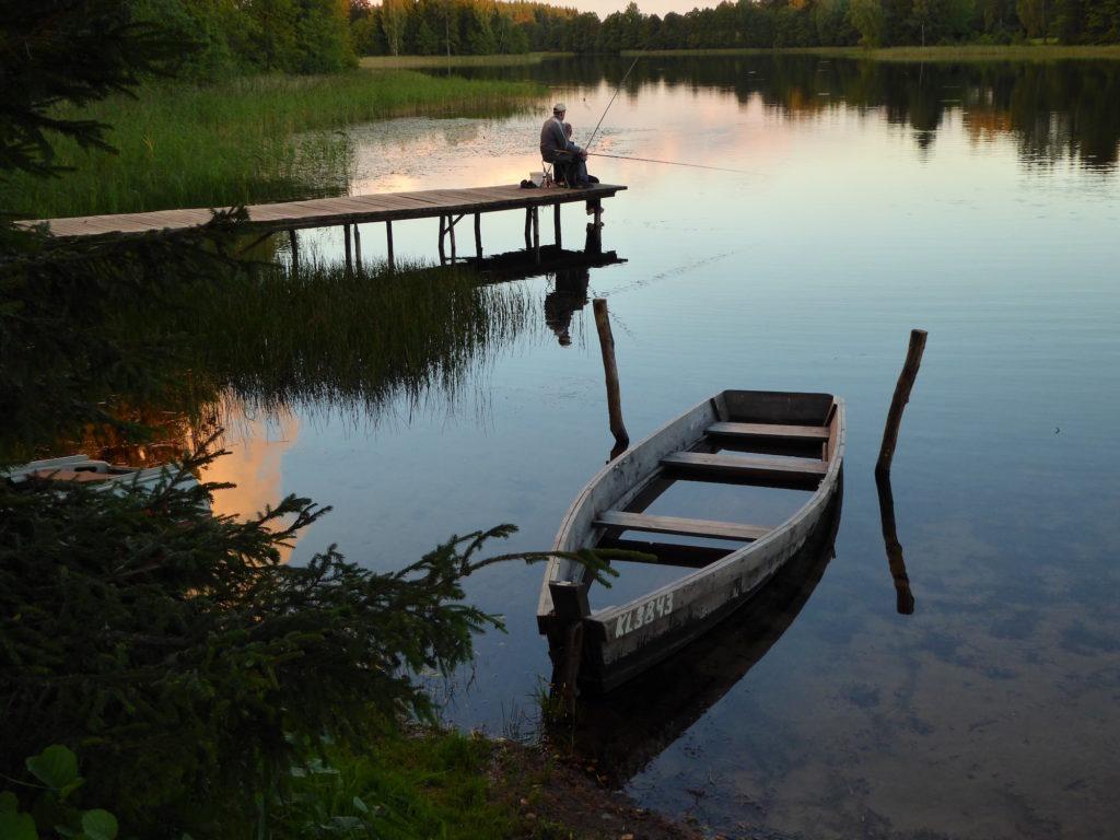 Der einsame Angler und das Boot