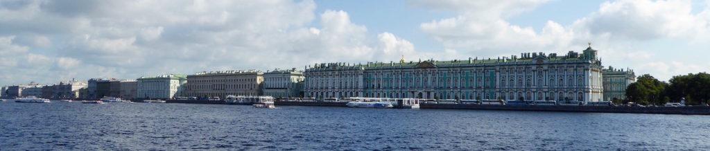 Winterpalast über der Neva