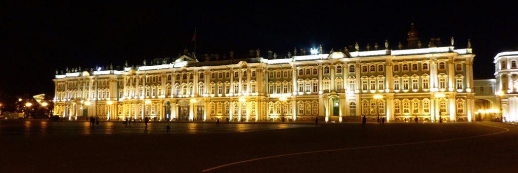 Winterpalast bei Nacht