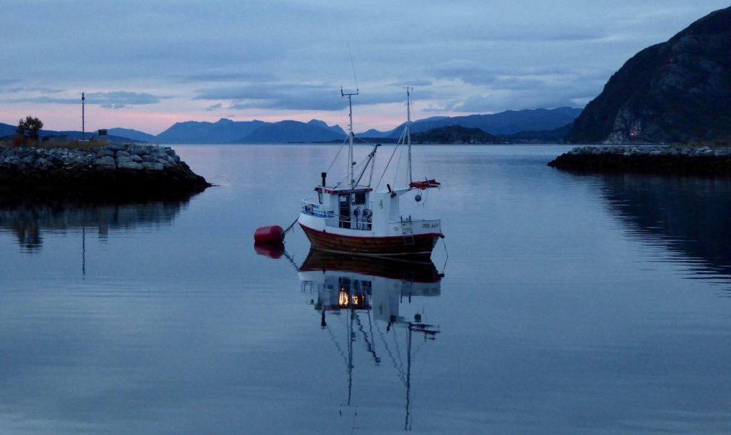 Boot zur Nacht am Reisafjord