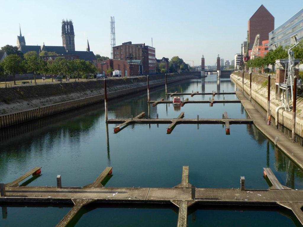 Leere Marina im Innenhafen