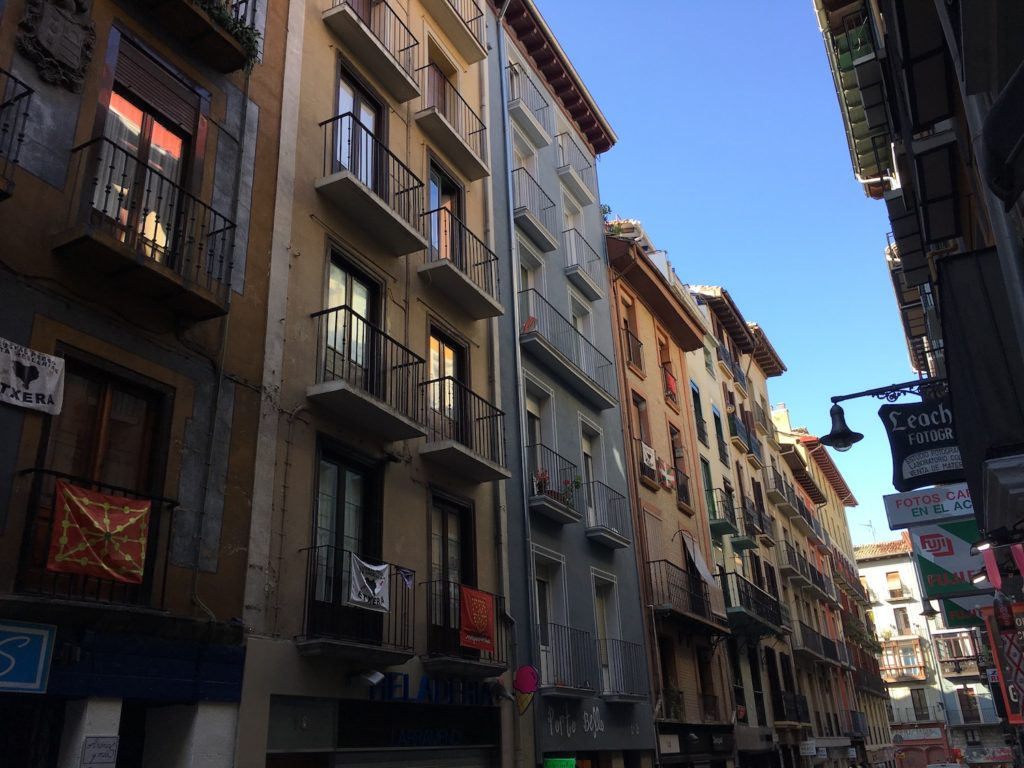 Altstadtfassade, Pamplona, Navarra, Spanien