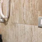 Netzwerkdose im Badezimmer, Hotel Bécquer, Sevilla, Spanien