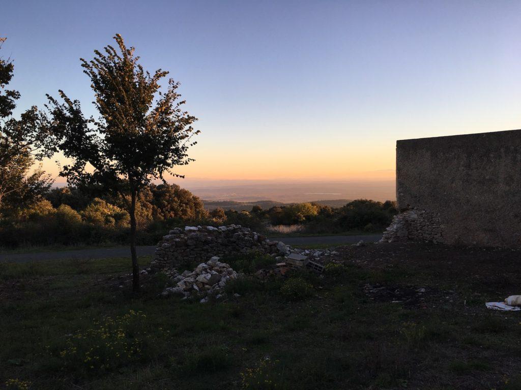 Lost Place mit Aussicht bei Minerve, Languedoc, Frankreich