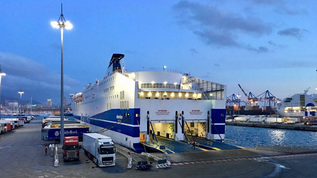 Fährschiff Sharden, Tirenia Flotte im Hafen von Genua, Italien