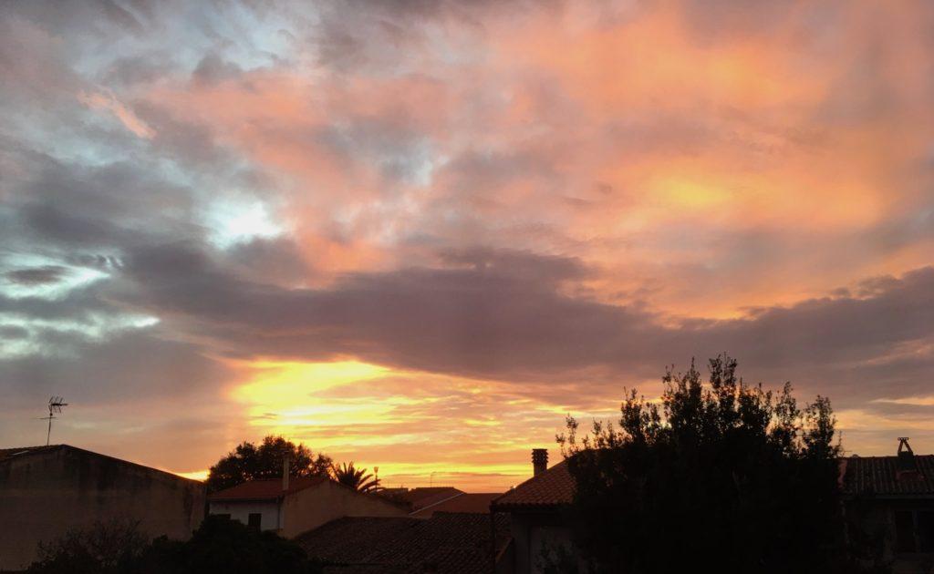 Typischer Sonnenuntergang auf Sardinien, Italien