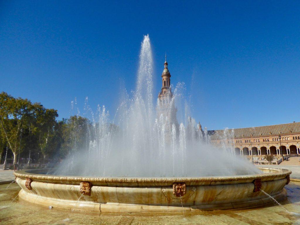 Springbrunnen im Plaza de España, Sevilla, Spanien