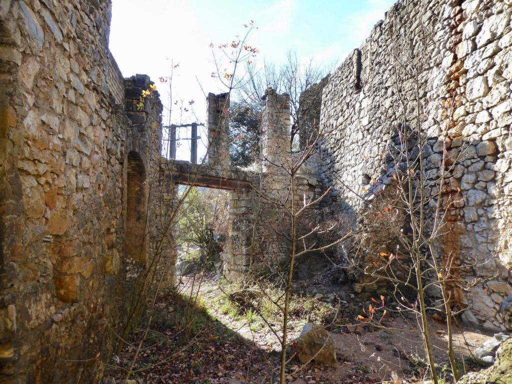 Lost Place im Cevennes Nationalpark, Saint-Laurent-le-Minier, Frankreich