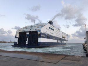 Grimaldi Cruise Barcelona läuft in Porto Torres ein