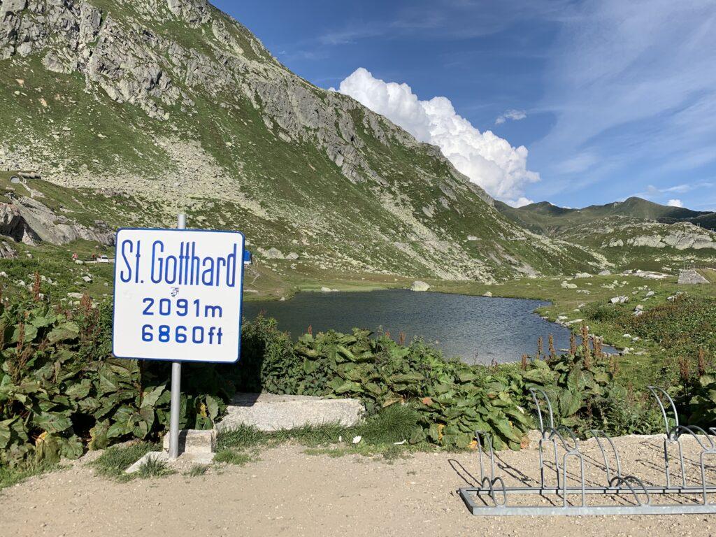 St. Gotthard. Am Ende der Tremola mit Lago della Piazza